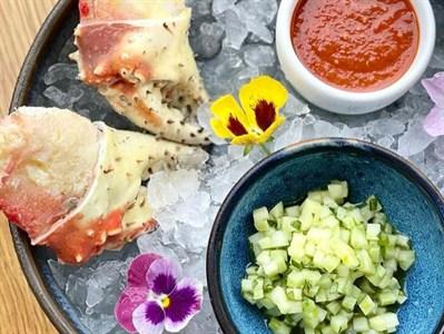Кулаки краба с летним салатом