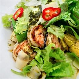 Салат с креветками и артишоками (готовим дома)